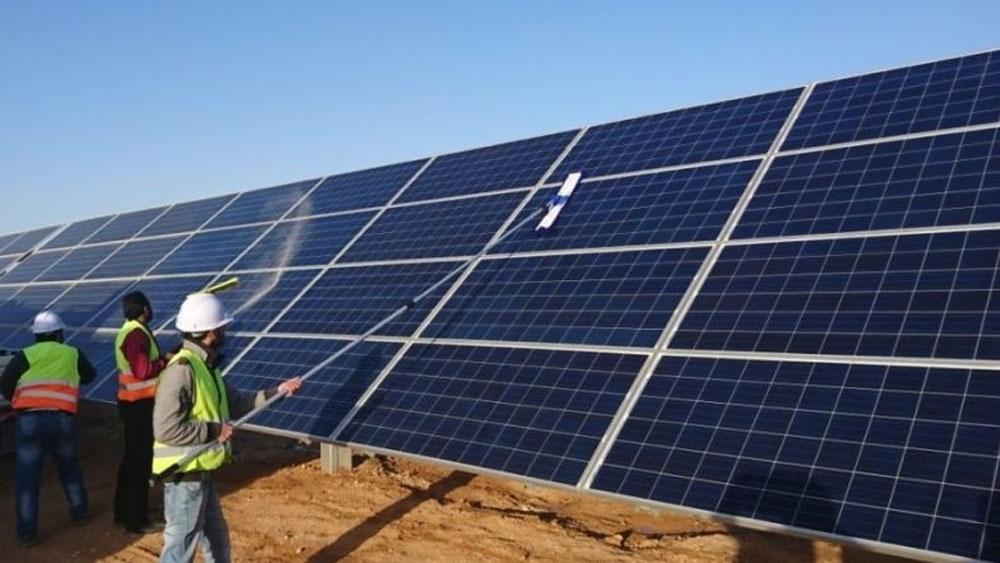 Xây dựng nhà máy điện mặt trời lớn nhất Việt Nam và châu Á